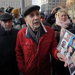 Лев Пономарёв на акции в поддержку обвиняемых по делу «Нового величия», 28 октября 2018 года. С сайта радио «Свобода»